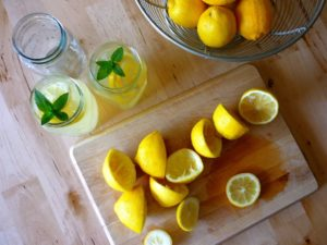 How to make lemon water