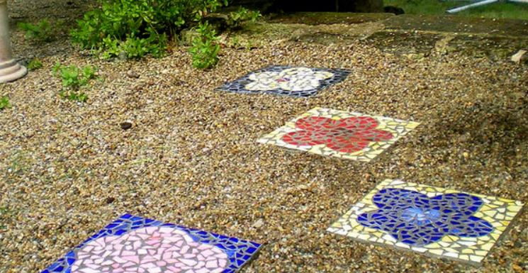 How to Make Mosaic Garden Stepping Stone