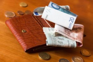 MANAGING FINANCES EFFECTIVELY FOR HOMEMAKERS